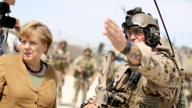 Bundeskanzlerin Merkel im Bundeswehr-Feldlager im afghanischen Kundus. Foto © Kay Nietfeld